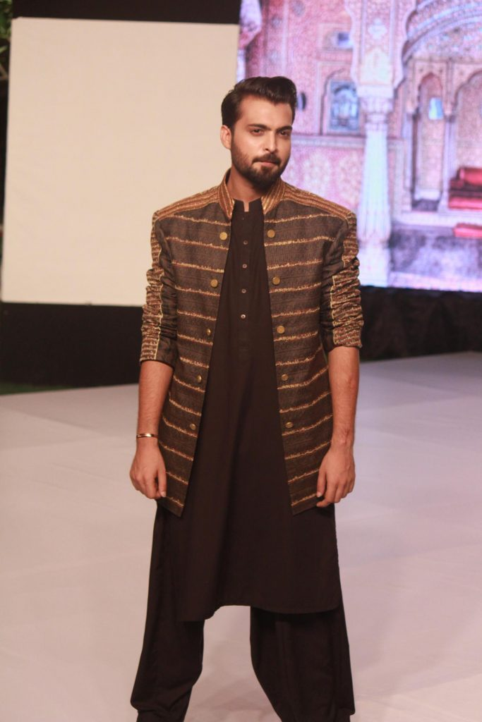 The Fashion Soiree Day 2 of Shaan e Pakistan witnessed the real Padmaavat experience! 11
