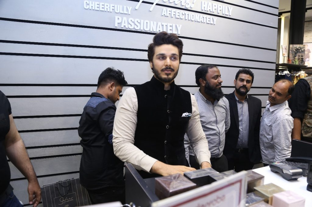 "Face of Safeer ""Ahsan Khan"" Visited edenrobe at Lucky One Mall 1"