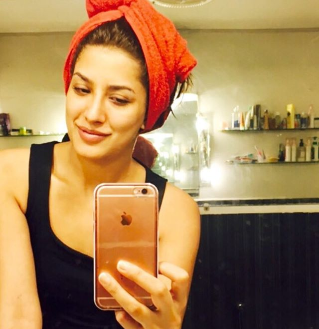 Mehwish Hayat without Makeup Pics